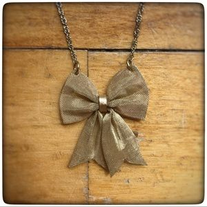 Jewelry - Sweet bow pendant gold toned necklace, metal mesh